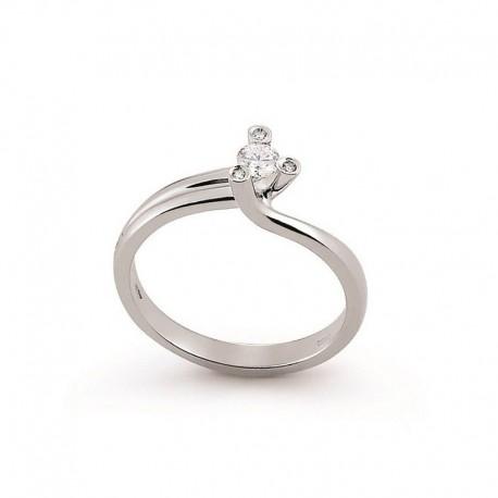 Solitario en oro con diamantes